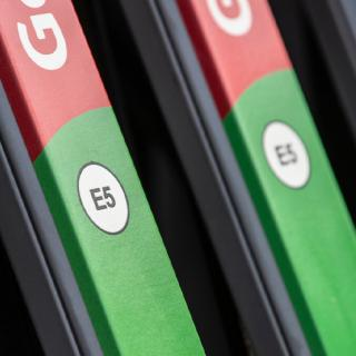 I augusti ersätts E5-standarden av E10, med 10 procent etanolinblandning.