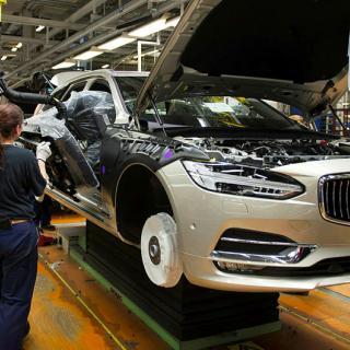 Fabriken i Torslanda producerar bilar i Volvos 60- och 90-serie.