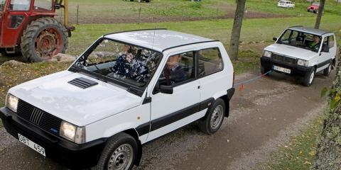 Man får bogsera en annan bil trots att dragkrok saknas. Däremot är det inte tillåtet att knyta fast en släpvagn bakom bilen.
