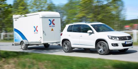 Släpvagnar måste ha bakljusen tända. Har man en bil med varsellyktor utan inkopplade bakljus måste man komma ihåg att tända halvljuset, även dagtid.