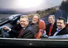 Glada miner i BMW-lägret efter lysande resultat i AutoIndex. Bakom ratten, vd Christer Stahl och bredvid honom försäljningschef Jan-Owe Carlsson. I baksätet, servicemarknadschef Paul Bako och informationschef Michael de Geer.