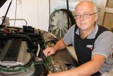 Rolf Linde vet vad som krävs för att konvertera en bensinbil till etanolförbrukning.