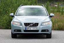 Försäljningen av Volvo V70 har gått trögt i sommar. Något som gjort att Volkswagen numera tappar försäljningslistorna.-