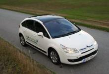 Fortsatt försäljningsras - men rekord för miljöbilar
