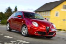 MiTo har släktdrag med Alfas supersportbil 8C. Att det är en liten busig vagn syns på långt håll.