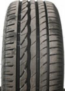<b> Bridgestone Turanza ER 300 </b> <br> <i> BRA KÖP </I> <BR>  + Stabilt, säkert. <br> - <br> Pris: 1 224 kr/däck <br> Kommentar: Turanza har bra egenskaper i väta, behöver något längre bromssträcka än de bästa. Däcket ger bra styrkänsla och känns verkligen stabilt och lätthanterligt. Beter sig mycket konsekvent och understyr vid provocerad kurvtagning. På torr asfalt är Turanza också  bra, om än inte riktigt i klass med de tre bästa. Rullmotståndet är på en bra nivå. Buller är något sämre än de övriga men skillnaderna är små.