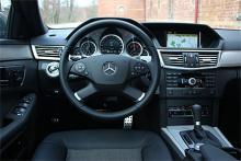 Alla som kört en äldre Mercedes kan känna igen sig, även om informationsutbudet tiofaldigats. Minst.