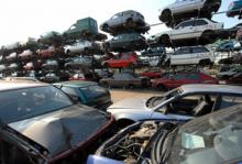 Bilvraken tornar upp sig hos Autoverwertung Barec i Tyskland. Skrotpremien har blivit en succé.