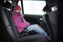Ett barn som är stort nog för att sitta framåtvänt har en oväntat osäker färd, visar Folksams nya forskningsrön.
