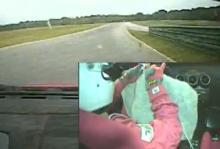 Stickar och kör Ferrari - samtidigt
