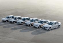 Nya BMW 5-serien och dess fem föregångare.