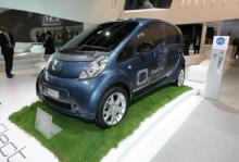 Peugeot iOn på bilsalongen i Frankfurt.