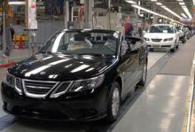 Saab avvecklas men skriver samtidigt företagshistoria. Nu har den första Saab 9-3 Cab tillverkats på svensk mark.