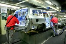 Volvo V70 under produktion i fabriken i Torslanda.