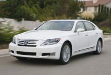 Lexus LS 600h återkallades förra veckan. Nu stoppas försäljningen av bilen tillfälligt.