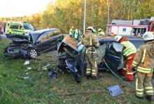 Det var goda förhållanden - dagsljus, torr vägbana och god sikt - när bilarna frontalkolliderade en oktoberdag 2009. FOTO: VOLVO