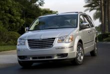 Chrysler Town & Country.