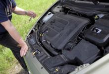 Bilfrågan: Kan jag ge batteriet en vitamininjektion utan koppla ur?