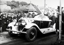 I Mölle tävlade man ofta i en brant backe. Bilen, med speedster-kaross, är sannolikt från 1928.