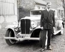 Prins Nicholas av Rumänien körde 12-cylindrig Auburn 12-16A i ett rally på Rivieran 1932.
