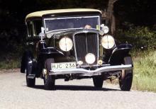 Tommy Hallberg renoverade denna åttacylindriga skönhet och körde sedan gammelbilsrallyn med bilen.