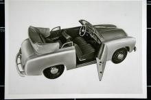 GP 700 Luxus-Cabriolet kallade tillverkaren den här till synes så solida vagn. Pontonkaross med platta sidor, lätt välvd vindruta.