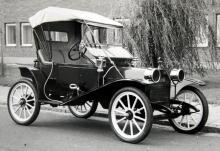 En spinkig Hupmobile-pionjär av den biltyp som var så vanlig i USA under förra seklets första decennium.