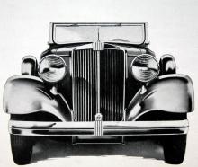 Stram front kännetecknade Hupmobiles mycket omfattande utbud för depressionsåret 1932. Denna vagn är åttacylindrig och var världens bästa bil. Det var i alla fall vad tillverkaren trodde.