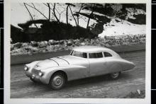 Ett stort metallschabrak, men vilken härlig Le Mans-racer! Adler byggde några stycken såna här och just detta exemplar kördes av Löhr och von Guilleaume till en niondeplats i 1937 års tävling. Motorn var inte stor, bara 1,7 liters volym.