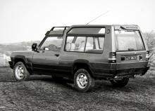 Vid en snabbtitt kan man lätt tro att detta är en Range-Rover, men icke! Det är en Matra Simca Rancho från 1977. Tidstypiskt mycket plast, fräna strålkastare vid vindrutestolparna och trots enbart framhjulsdrift tämligen terrängduglig.