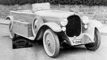 Maybach W3 med karosseriet byggt 1923 av Reutter, som många år senare skulle bygga karosser åt Porsche. Spezial-Sportphaeton kallades denna öppna kaross. Bilen levererades ny till Schweiz.