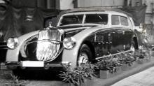 En DS8 Zeppelin med V12-motor och aerodynamiskt karosseri visades på en bilsalong 1933.