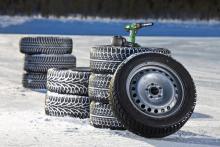 Årets test av friktionsdäck omfattar några av storsäljarna i Sverige, några lågprisdäck och ett dubbat vinterdäck.