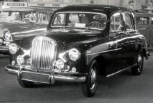 Singer Hunter – ett försök att på ett ekonomiskt sätt göra en ny bil av den blå pontonmodellen nedan.