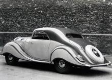 Art déco på fyra hjul. Ratten satt nästan mitt i bilen på 1936 års Panhard Dynamic.