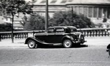 1930-talets Panhard-bilar var stora, tunga och dyra. Tysta också för de hade slidmotor.
