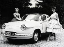 1960 års Panhard PL 17 hade stålkaross, 850-kubiksmotor och plats för sex åkande.