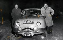 Norska frankofiler ska köra Monte Carlo-rallyt 1956. Här myser de vid starten i Oslo.