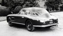 DB2 byggdes 1950–53 i hela 410 exemplar. Formfulländad och potent. Motorn var konstruerad av W.O. Bentley och fanns i en 116 hästar stark Vantage-version.
