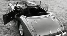 Tungviktsmästaren Ingemar Johansson må ha varit mest bilkänd för sin vita Excalibur men han åkte också MGA, Ford Thunderbird och, som här, Austin-Healey 3000. Ingo gillade kul bilar!