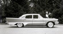1957 var DeSoto Firesweep med 245-hästarsmotor ny och fräsig. Vid den här tiden hade Chrysler Corporations bilar de mäktigaste fenorna i världen! Två- eller trefärgslackering var normen.