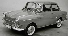 1961 års Glas Isar-Limousine var ganska lik en Trabant men hade fyrtaktsmotor av boxertyp, monterad fram men drivningen låg på bakhjulen.