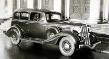 Flott Hudson Custom 8 Brougham  1935. Detta var märkets toppmodell och den levererades med Electric Hand, en sorts förväljarlåda.