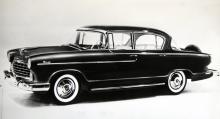 1954 gick Hudson ihop med Nash Kelvinator, som också tillverkade kylskåp och 1955 kom en helt ny Hudson-kaross, här i Wasp-utförandet.