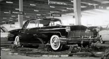Continental Mk II, en rackarns vacker vagn, som den visades i Stockholm 1956. Priset var 10 000 dollar, massor av pengar på den tiden, och tillverkningen var därför starkt begränsad.