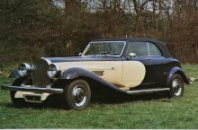 De Ville fanns också som femsitsig cabriolet. Lackeringen för tankarna till Duesenberg.
