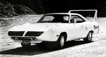 Superbird, hej vad det gick med plattan i mattan! Detta är en specialversion av populära Road Runner och den gjorde succé i amerikansk standardbilsracing (stock car) 1970.