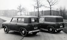 Dimman ligger tät över norra Tyskland när der Photograph vintern 1951 beordrar ut kombi- och skåpversionerna av Lloyd LS 300 för plåtning. Just plåtning var emellertid inte något som gällde karosserna. Titta på dem! Kunstleder med stoppning för att få till de rundade formerna! Lägg också märke till hjulvinklarna bak: pendelaxlar.