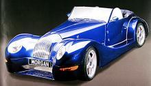 Morgan Aero 8, ett strömlinjeexperiment, påstås ha strålkastare från Volkswagen New Beetle.