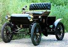 Oldsmobile Curved Dash 1901, världens första massproducerade bilmodell. 425 ex byggdes första året.